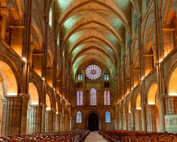 intérieur de la Basilique St Rémi à Reims